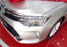 Bán xe Toyota Camry 2.0E 2017, màu bạc