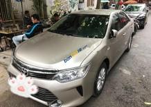 Chính chủ cần bán gấp Toyota Camry 2.0E đời 2016, màu vàng