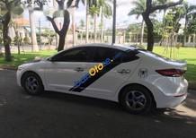 Bán xe Hyundai Elantra đời 2017, màu trắng, xe đã đăng ký Uber, Grab đầy đủ
