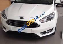Bán xe Ford Focus năm 2017, màu trắng, giá tốt
