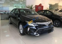 Cần bán Toyota Camry 2.0E đời 2017, màu đen, xe cũ