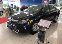 Cần bán xe Toyota Camry 2.0E sản xuất 2017, màu đen, giá chỉ 965 triệu