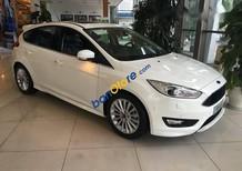 Bán ô tô Ford Focus đời 2017, màu trắng, tặng kèm gói phụ kiện
