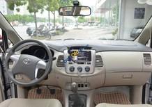 Bán Toyota Innova 2.0E năm 2015, màu bạc số sàn