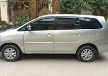 Nhà tôi bán xe TOYOTA INNOVA G xịn, màu bạc, đời 2010, chính chủ tên tôi LH:0966792398