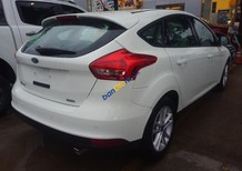 Bán Ford Focus Trend 1.5 AT Ecoboost Hatchback đời 2017, màu trắng, hỗ trợ đăng ký sang tên
