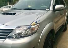 Cần bán Toyota Fortuner sản xuất 2016 máy dầu, màu bạc
