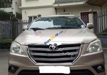 Cần bán lại xe Toyota Innova 2.0E đời 2014, màu vàng số tự động
