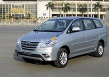 Cần bán Toyota Innova đời 2014, màu bạc