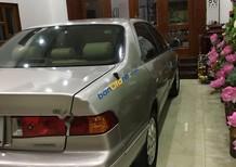 Cần bán Toyota Camry đời 2002, màu bạc, giá tốt
