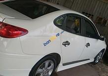 Cần bán Hyundai Avante 2.0AT năm 2011, màu trắng