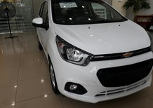 Bán Chevrolet Spark 1.2 LT đời 2018, màu trắng, trả góp chỉ cần 90tr. LH 0962951192