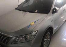 Bán Toyota Camry 2.0E đời 2014, màu bạc chính chủ