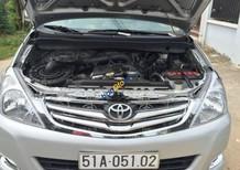 Cần bán Toyota Innova G đời 2011, màu bạc còn mới