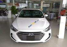 Cần bán xe Hyundai Elantra 1.6AT đời 2018, màu trắng