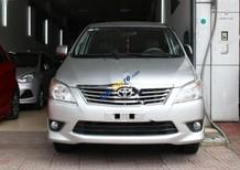 Cần bán gấp Toyota Innova 2.0E đời 2013, màu bạc chính chủ