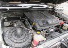 Cần bán Toyota Fortuner G đời 2015, màu bạc, đi được 2 vạn 8