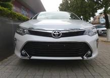 Bán ô tô Toyota Camry 2.5Q đời 2018, màu trắng