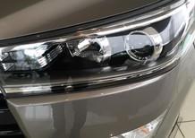 Cần bán Toyota Innova 2.0 V đời 2018, màu xám, 945tr