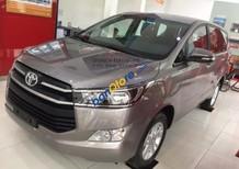 Bán ô tô Toyota Innova 2.0E năm sản xuất 2018, màu nâu đồng, giá tốt, trả góp 80%, xe giao ngay