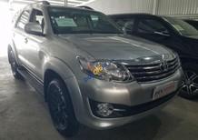 Cần bán Toyota Fortuner 2.7V 4x2 đời 2016, màu bạc xe gia đình, 910tr