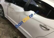 Xe Hyundai Elantra năm 2017, màu trắng như mới
