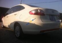 Cần bán Ford Fiesta sản xuất 2011, màu trắng chính chủ