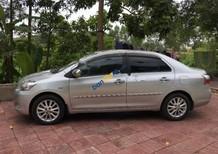 Cần bán lại xe Toyota Vios E 2011, màu bạc
