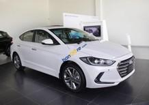 Cần bán xe Hyundai Elantra 2.0 AT đời 2018, màu trắng