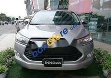 Cần bán xe Toyota Innova sản xuất 2018, màu bạc