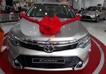 Bán Toyota Camry 2.0E đời 2018, màu bạc giao ngay