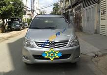 Cần bán lại xe Toyota Innova G 2.0 đời 2011, màu bạc
