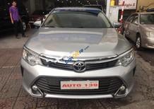 Bán Toyota Camry 2.0E năm 2016, màu bạc chính chủ