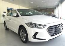 Hyundai Q4 bán Elantra 1.6 AT màu trắng, giá kịch sàn.