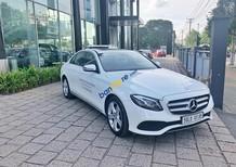 Bán xe Mercedes E250 màu trắng 2018 chính hãng. Trả trước 750 triệu nhận xe với gói vay ưu đãi