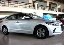 Bán xe Hyundai Elantra màu xám bạc, nhiều khuyến mãi, xe giao sớm