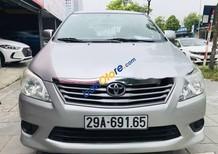 Cần bán lại xe Toyota Innova 2.0 E năm sản xuất 2013, màu bạc