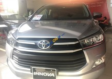 Cần bán rất gấp Toyota Innova E đời 2018, màu bạc