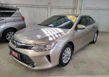Cần bán Toyota Camry 2.0E 2015, màu vàng đồng, mới đi 14.000km, xe cũ giá tốt nhất