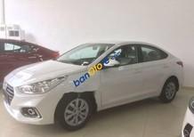 Bán Hyundai Accent 2018, màu trắng tiêu chuẩn giao ngay