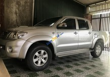 Cần bán Toyota Hilux sản xuất năm 2010, màu bạc, nhập khẩu nguyên chiếc xe gia đình, giá 415tr