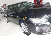 Cần bán xe Toyota Camry đời 2018, màu đen, giá tốt