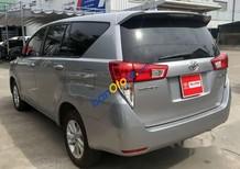 Bán ô tô Toyota Innova E sản xuất năm 2017, màu bạc chính chủ