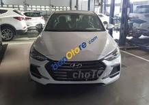 Bán Hyundai Elantra sản xuất 2018, màu trắng, giá 729tr