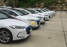 Bán ô tô Hyundai Elantra sản xuất năm 2017, màu trắng