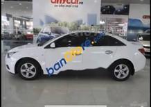 Cần bán gấp Chevrolet Cruze sản xuất 2015, màu trắng xe gia đình, giá chỉ 380 triệu