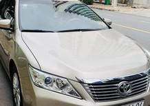 Cần bán lại xe Toyota Camry 2.0E đời 2014, màu vàng
