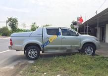Cần bán Toyota Hilux năm 2014, màu bạc số sàn