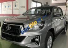 Bán xe Toyota Hilux 2.4 AT sản xuất 2018, màu bạc