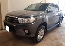 Cần bán xe Toyota Hilux 2016 dầu số sàn, màu xám lông chuột